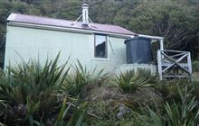 Anderson Memorial Hut . Tararua Forest Park