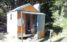 Redcliff Hut . Takitimu Conservation Area